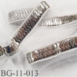 ruban  galon  métal 11 mm  chromé brillant très souple superbe monté sur tule blanc largeur total 40 mm prix au mètre
