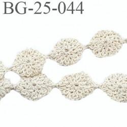 galon ruban largeur 25 mm petites fleurs crochet couleur écru très jolie prix du mètre