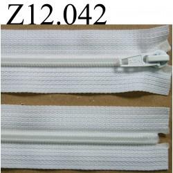 fermeture éclair  longueur 12 cm couleur blanc non séparable zip  nylon largeur 3 cm largeur du zip 4 mm