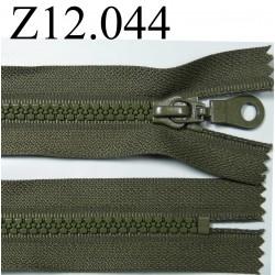 fermeture longueur 12 cm couleur vert kaki non séparable  zip nylon largeur 3,3 cm largeur du zip 5,5 mm