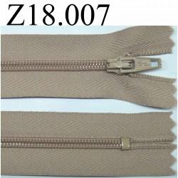 fermeture éclair longueur 18 cm couleur beige foncé non séparable zip nylon largeur 2.5 cm