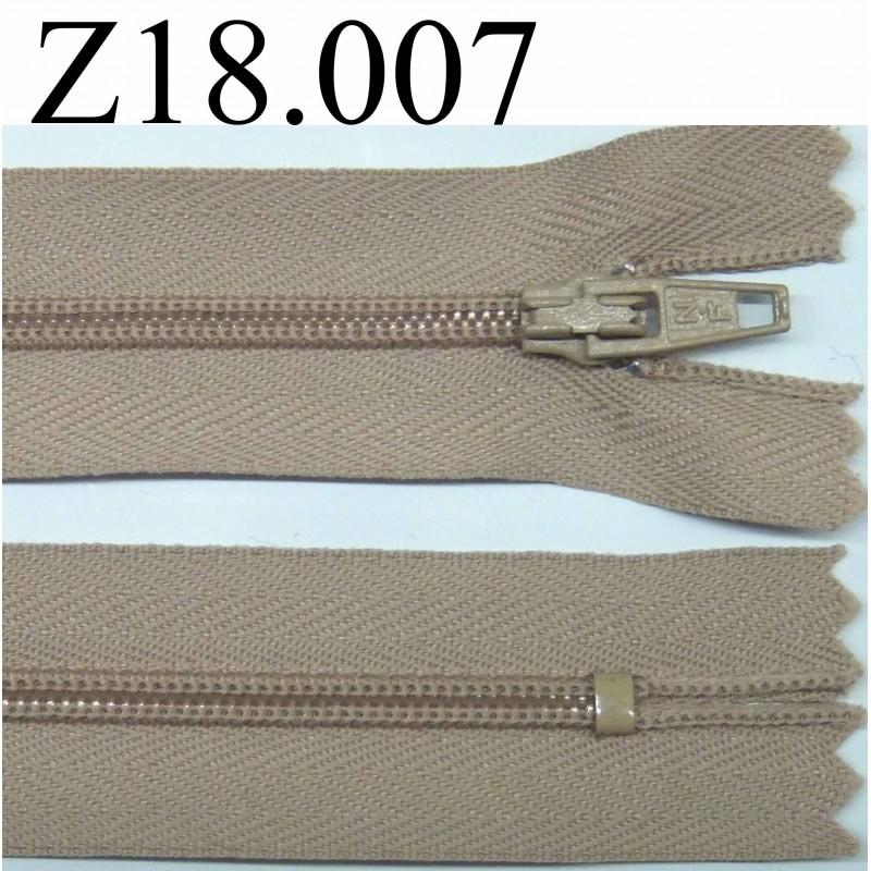 fermeture zip glissi re longueur 18 cm couleur beige fonc non s parable zip nylon largeur 2 5. Black Bedroom Furniture Sets. Home Design Ideas