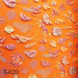 Tissu lycra très haut de gamme couleur orange avec des motifs en relief largeur 135 cm  prix pour pour 10 cm  par 135 cm