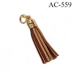 Pendentif 38 mm pompon lanière façon cuir couleur marron clair et foncé support attache anneau en métal couleur or diamètre 8 mm