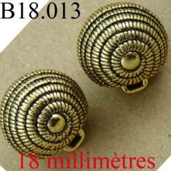 bouton 18 mm couleur doré et incrustation noir accroche avec un anneau diamètre 18 mm