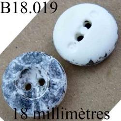 bouton 18 mm couleur gris marbré et blanc brillant 2 trous diamètre 18 mm