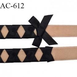 Devant attache bretelle  couleur chair avec ruban satiné noir longueur 13 cm hauteur 23 mm