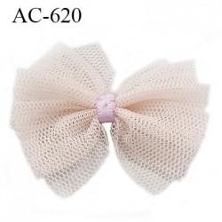 Noeud 48 mm lingerie haut de gamme couleur beige rosé en mousseline et centre mauve largeur 48 mm hauteur 42 mm