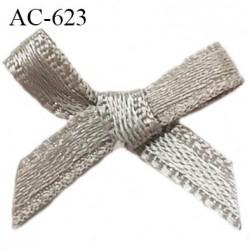 Noeud satin 16 mm lingerie haut de gamme couleur gris étincelle largeur 16 mm hauteur 14 mm