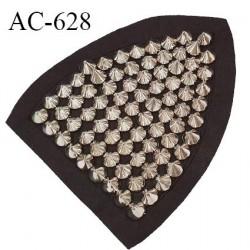 Décor ornement épaulette en feutrine noire et clous argentés largeur 11 cm hauteur 13.5 cm prix à l'unité