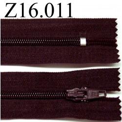 fermeture éclair longueur 16 cm couleur prune foncé tirant sur le marron non séparable zip nylon largeur 2.5 cm
