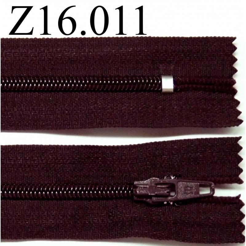 fermeture zip glissi re longueur 16 cm couleur prune fonc tirant sur le marron non s parable. Black Bedroom Furniture Sets. Home Design Ideas