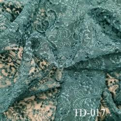 Dentelle brodé  sur tulle  couleur vert très haut de gamme largeur 135 cm  prix pour 10 centimètres