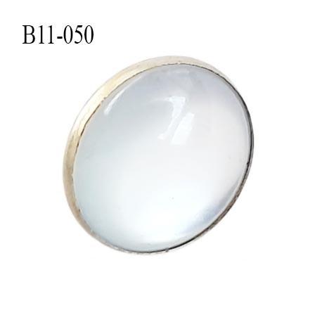 Bouton 11 mm nacré transparent et métal accroche avec un anneau au dos  diamètre 11 millimètres