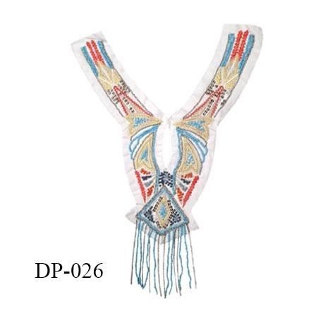 Devant plastron 33 cm en coton blanc brodé de perles multicolores et chaîne couleur argent largeur 30 cm prix à l'unité