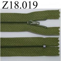 fermeture éclair longueur 18 cm couleur vert non séparable zip nylon largeur 2.5 cm verte