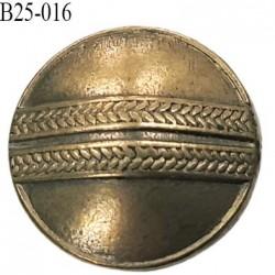 Bouton 25 mm style  ancien  en métal  couleur laiton vieilli accroche avec un anneau  diamètre 25 millimètres