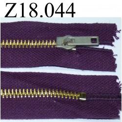 fermeture éclair  longueur 18 cm couleur violet non séparable zip métal largeur 2.5 cm