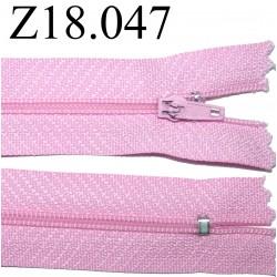 fermeture éclair  longueur 18 cm couleur  rose non séparable zip nylon largeur 2.5 cm