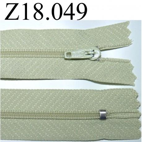 fermeture éclair verte  longueur 18 cm couleur vert non séparable zip nylon largeur 2.5 cm