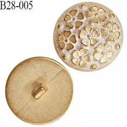 Bouton 28 mm en pvc décor fleurs couleur doré et blanc bombé accroche avec un anneau prix à l'unité