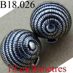 bouton 18 mm couleur chromé avec incrustation de peinture noir accroche avec un anneau diamètre 18 mm
