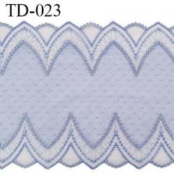 Dentelle broderie sur tulle 18 cm très haut de gamme largeur 18 cm couleur bleu aigue marine très belle prix pour 10 cm