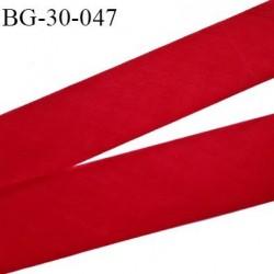 Biais à plat 30 mm à plier couleur rouge composition 65% polyester et 35 % coton largeur 30 mm prix au mètre