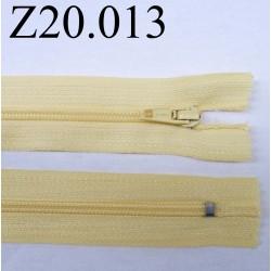 fermeture éclair  longueur 20 cm couleur jaune pale non séparable zip nylon largeur 2.5 cm