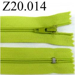 fermeture éclair verte longueur 20 cm couleur vert anis non séparable zip nylon largeur 2.5 cm