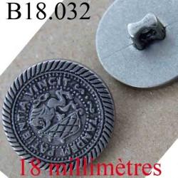 bouton pvc 18 mm couleur métal accroche avec un anneau diamètre 18 mm