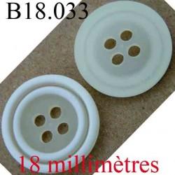 bouton  18 mm couleur blanc et blanc cassé 4 trous diamètre 18 mm