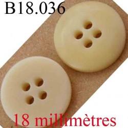 bouton  18 mm couleur beige brillant sur une face et mat sur l'autre 4 trous diamètre 18 mm