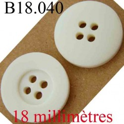 bouton  18 mm couleur blanc cassé 4 trous diamètre 18 mm