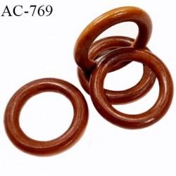 Anneau en bois vernis couleur marron caramel diamètre extérieur 43 mm diamètre intérieur 28 mm épaisseur 7.3 mm