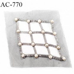 Ornement applique écusson empiècement avec perles à coudre couleur noir acier et perles dimensions 10 cm par 10 cm