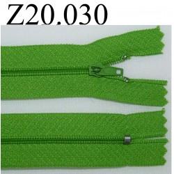 fermeture éclair verte  longueur 20 cm couleur vert non séparable zip nylon largeur 2.5 cm