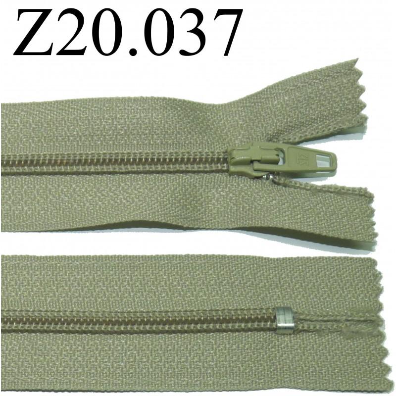 fermeture zip glissi re verte longueur 20 cm couleur vert kaki non s parable zip nylon largeur. Black Bedroom Furniture Sets. Home Design Ideas
