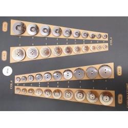 Plaque de 40 boutons pour création unique le plus gros diamètre 34 mm le plus petit diamètre 12 mm prix pour la plaque entière