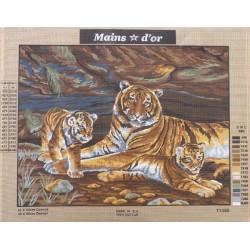 Canevas à broder 50 x 65 cm marque MAIN D'OR Maman tigre et ses bébés