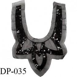Devant plastron 24 cm sequins brodés sur tulle noir largeur 24 cm hauteur 37 cm prix à l'unité