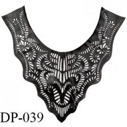 Devant plastron effet cuir noir très souple et fin hauteur 29 cm largeur 32 cm prix à l'unité