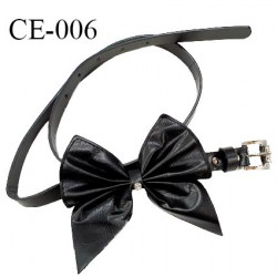 Ceinture 95 cm façon cuir couleur noir et strass sur le noeud et sur la boucle prix à l'unité
