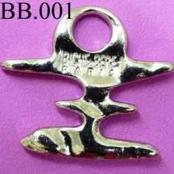 pendentifs biche de bere en métal inscription biche de bere hauteur 2.5 cm largeur 2.7 cm intérieur du rond 6 millimètres