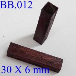 pièce en bois éxotique 30 x 6 mm   POUR REPARER OU CREER VOS BIJOUX BICHE DE BERE