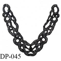 Devant plastron 22 cm perles tubes strass gris brillant sur support noir largeur 22 cm hauteur 22 cm prix à l'unité