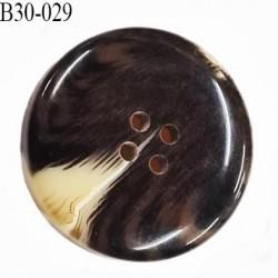 Bouton 30 mm en pvc couleur marron foncé veiné ivoire brillant 4 trous diamètre 30 mm épaisseur 6.8 mm prix à l'unité