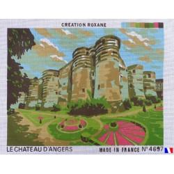 Canevas à broder 40 x 60 cm thème LE CHATEAU D'ANGERS finition retouché à la main artisanale