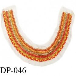 Devant plastron 30 cm perles et tresse couleur jaune orange rouge sur support beige largeur 30 cm hauteur 22 cm prix à l'unité