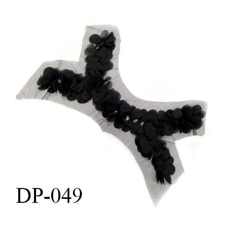 Devant plastron 45 cm sur tulle noir largeur 45 cm hauteur 33 cm prix à l'unité